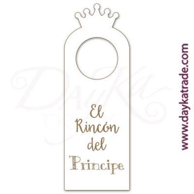 """Etiqueta de tablero lacado blanco con mensaje grabado """"El rincón del príncipe"""", con diseños grabados que se pueden pintar con pinturas acrílicas Artis. Disponible en catalán o castellano."""