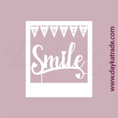 """Texto """"Sonrie"""" y """"Smile"""" en cartón fino blanco, flexible y adaptable a todas las superficies. Se puede pegar y pintar fácilmente. Se utiliza en vidrio, para trabajos de scrapbooking, pegar en mueble, marcos..."""