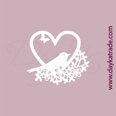 Corazón con pajarito en cartón fino blanco, flexible y adaptable a todas las superficies. Se puede pegar y pintar fácilmente. Se utiliza en vidrio, para trabajos de scrapbooking, pegar en mueble, marcos...