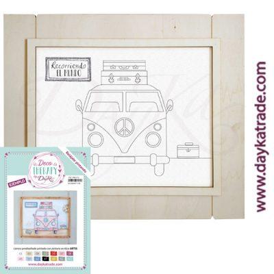 """Deco Therapy by Dayka para que te relajes pintando. Lienzo prediseñado furgoneta con texto """"Recorriendo el mundo"""" con marco de madera y adhesivo. Incluye etiqueta con ejemplo pintado y colores empleados para inspirarte."""