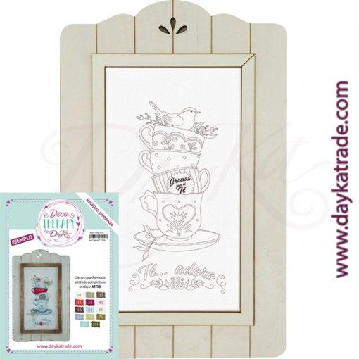 """Deco Therapy by Dayka para que te relajes pintando. Lienzo prediseñado conjunto tazas de té con texto """"Té... adoro"""" con marco de madera y adhesivo. Incluye etiqueta con ejemplo pintado y colores empleados para inspirarte."""