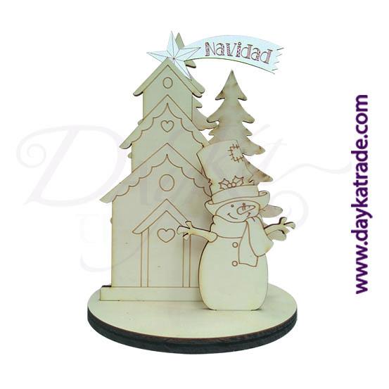 dayka-433 Kit Muñeco de nieve para decorar la Navidad. Contiene las siluetas de un muñeco de nieve, abetos, una casita y una estrella fugaz, colocado todo en una peana. Realizado en madera de chopo y tablero lacado, de Dayka Trade. Este Kit está pensado para colocarle una campana de cristal encima Ref: 116.523720. Se decora con pinturas Artis, tanto las acrílicas como las Chalk Paint